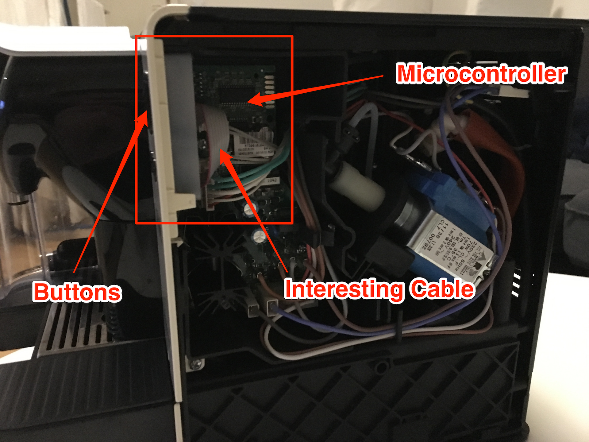 Annotated Picture of opened Latissima highlighting Buttons and Microcontroller